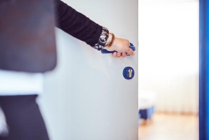 Zimmertür Hand Concierge